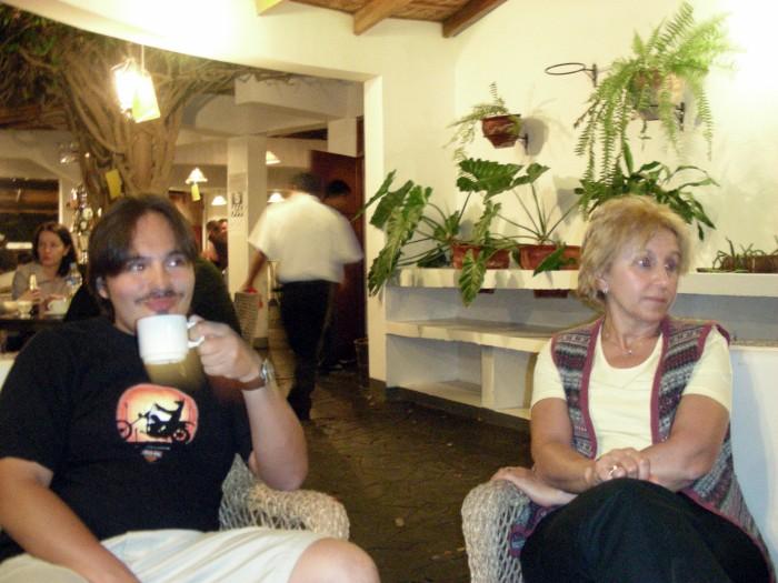 W kawiarni hotelowej