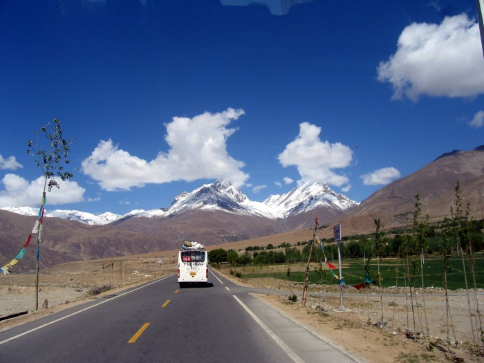 Droga z przełęczy do Shigatse