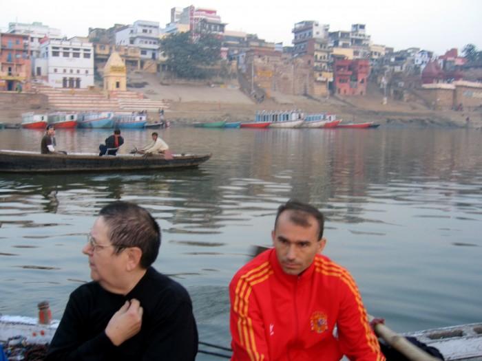 Rankiem łodzią po Gangesie