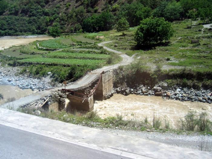 Droga wzdłuż rzeki Jangcy