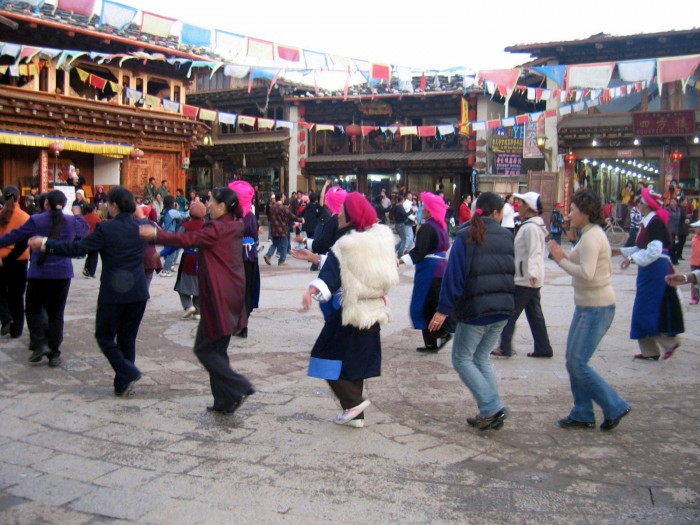 Wieczorne tańce na rynku St.Miasta
