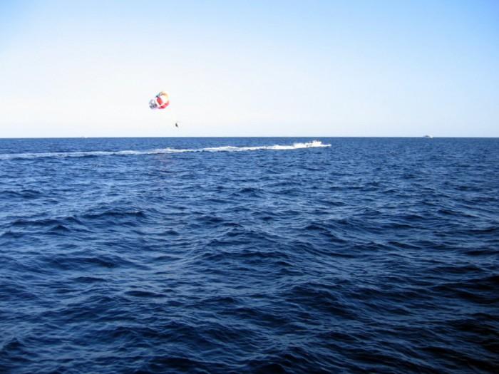 Latanie na nartach wodnych i lotni za motorówką