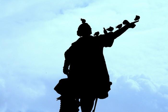 Kolumb wskazujący Europę...