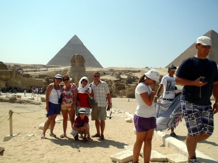 Fotka na tle piramid i Sfinksa