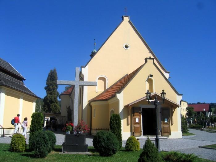 Czermna - Kościółek przy Kaplicy Czaszek